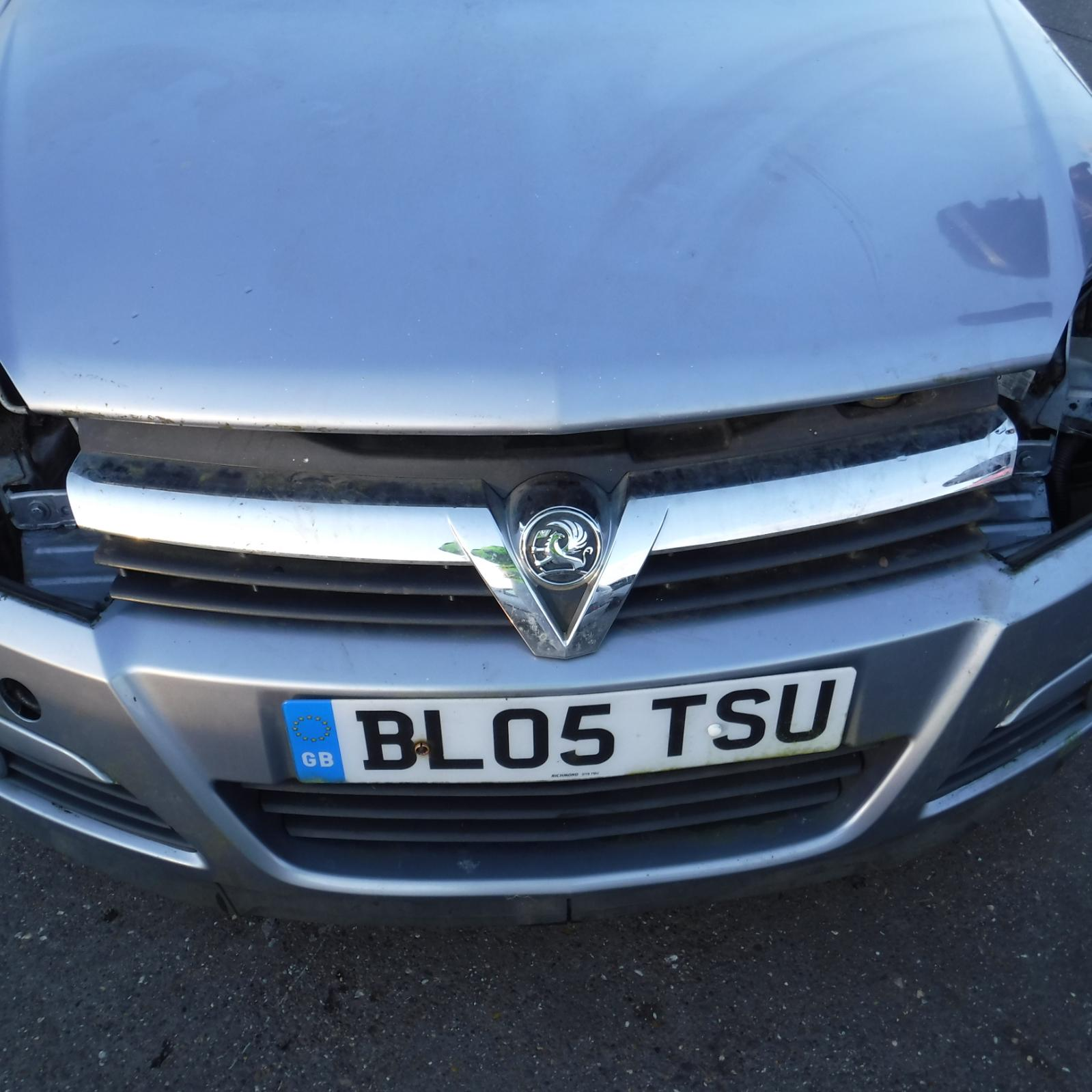VAUXHALL ASTRA MK5 2005 JDS REF-880 / FRONT GRILLE GRILL